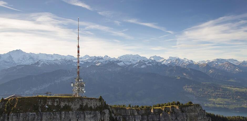 Antenne mit Blick auf die Berge