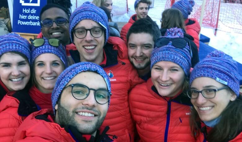 Gruppenfoto vor der Skipiste
