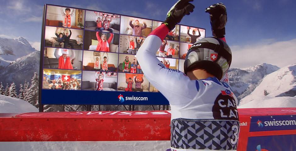 Skifahrer jubelt mit Fans