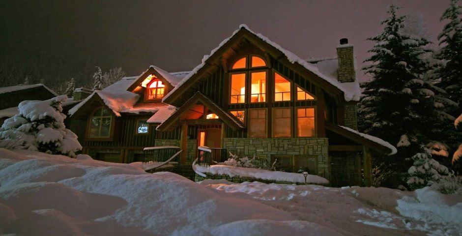 Cabane dans la neige