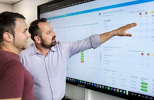 Übersicht am SDN-Dashboard: Stefan Koch (links) und Marc Funcek