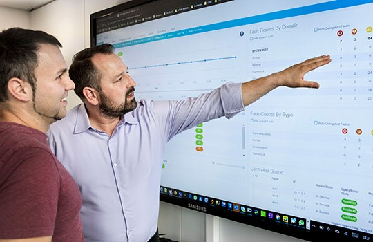 Overview on the SDN dashboard: Stefan Koch (left) and Marc Funcek.