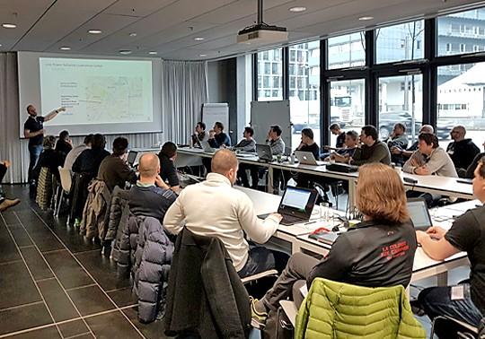 Breites Teilnehmerfeld: Unter anderen Lehrer, Entwickler und Ingenieure besuchten das LPN-Bootcamp.