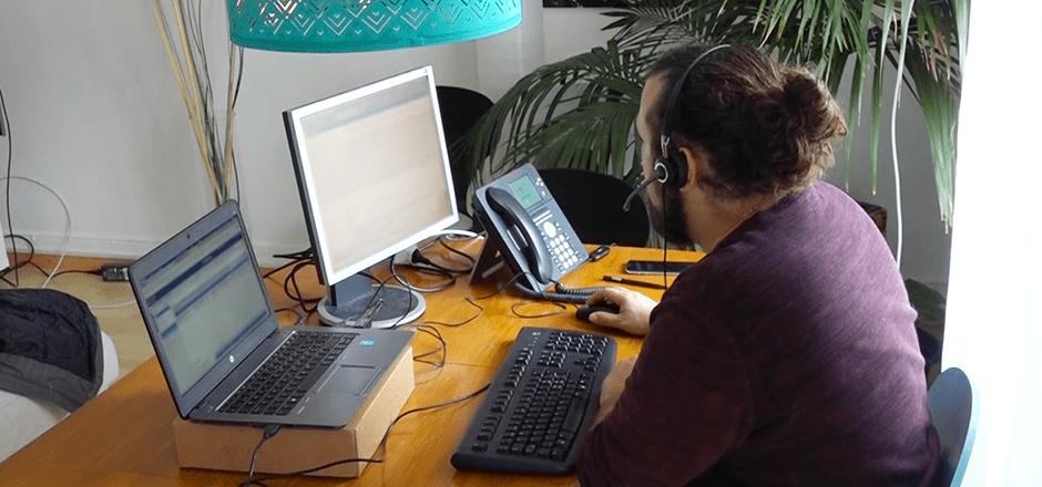 Maurizio arbeitet jetzt zuhause, die Zukunft des Call Centers.