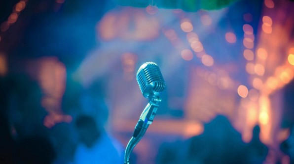 Mikrofon auf Bühne