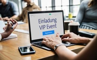 Laptop mit Einladung zu einem Event