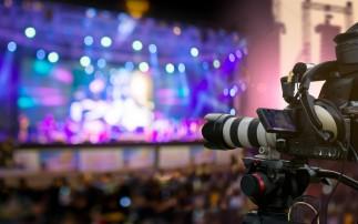 Video Kamera filmt Event auf der Bühne
