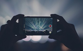 Konzert mit Handy gefilmt